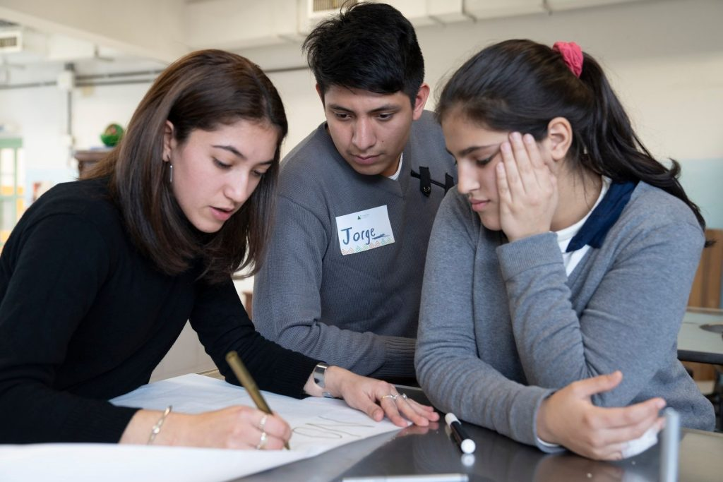 100 mentores voluntarios se sumaron a Aprender a Emprender